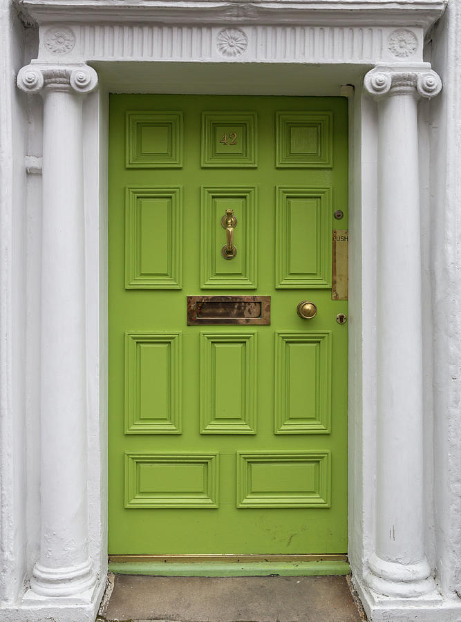 Светло зелена врата