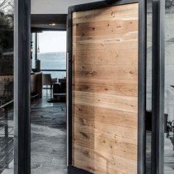 Блиндирана врата за външни условия
